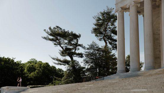 engagement-photos-jefferson-memorial