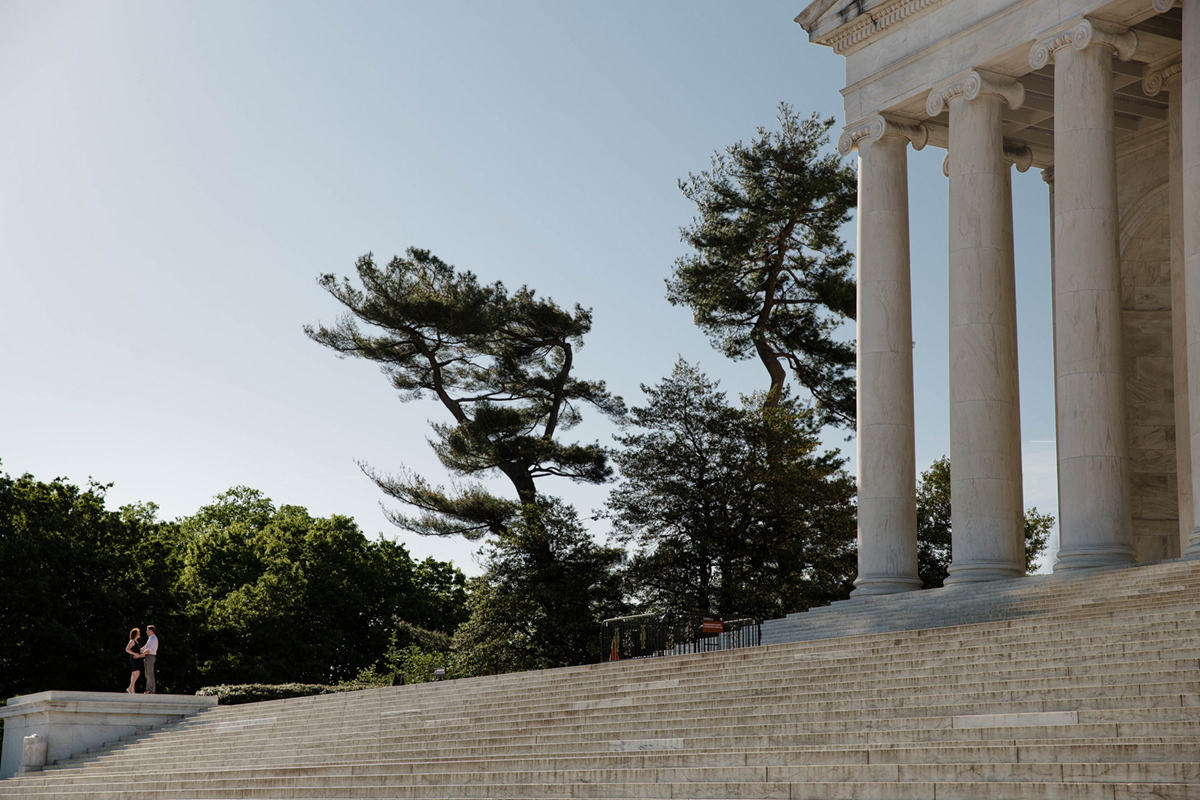 engagement-photos-jefferson-memorial